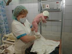 92 мальчика и 125 девочек родилось в Рубцовске за июль