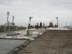 Ремонт на двух из четырех дорожных полос путепровода продолжается