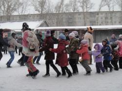 Для жителей Южного поселка Рубцовска проведена конкурсно-развлекательная программа «Проводы зимы»