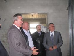 Владимир Ларионов провел выездное заседание по контролю за ходом строительства детского сада по Губернаторской Программе «80х80»