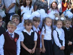 Глава Администрации Рубцовска Владимир Ларионов поздравил с Днем знаний учеников школы №23
