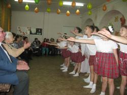 Для пожилых рубцовчан организовали концертную программу «Не бывает дома скуки, где есть бабушки и внуки»